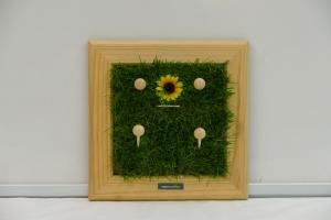 Schlüsselbrett - Sonnenblume / Kindergarderobe / Aufhänger - Kunstrasen, Holz, Upcycling Aktenordnerbügel