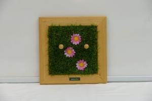 Schlüsselbrett - Rosa Blüten / Kindergarderobe / Aufhänger - Kunstrasen, Holz, Upcycling Aktenordnerbügel