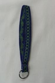 kurzes Schlüsselband, grün bestickt - Upcycling Jeanshose