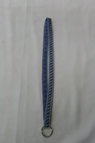 langes Schlüsselband, grün bestickt - Upcycling Jeanshose