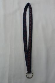 langes Schlüsselband, rot bestickt - Upcycling Jeanshose