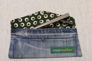 Universaltäschchen - Upcycling Gesäßtasche Jeanshose + grünem Stoffrest