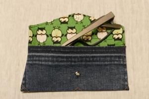 Universaltäschchen - Upcycling Gesäßtasche Jeanshose + grünem Eulenstoffrest