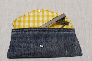 Universaltäschchen - Upcycling Gesäßtasche Jeanshose + Tischdecke