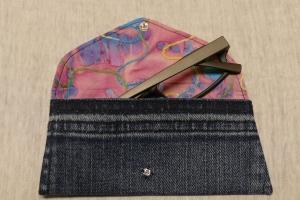 Universaltäschchen - Upcycling Gesäßtasche Jeanshose + rosa Stoffrest