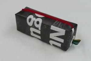 Mäppchen - Upcycling aus Werbebanner, schwarz mit Schrift