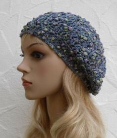 Baske, Beanie, Wintermütze in stahlblau mit lila und grünen Noppen - Baumwolle - Handarbeit kaufen