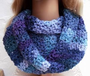 Megan ♥  Rundschal, Loop, Schal in violett, blau, grün - 100% Polyacryl - Handarbeit kaufen