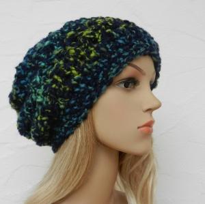 Megan ♥ Beanie, Wintermütze in schwarz, blau, grün, gelb, Garn im Bouclé Charakter, Wolle Mix - weich - Handarbeit kaufen