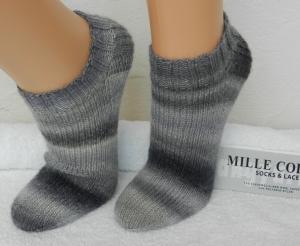 Sneakers, Füßlinge Gr. 37-38 in schwarz, grau - Handarbeit kaufen