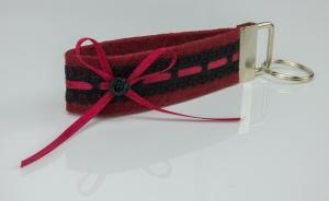 Schlüsselanhänger ♥Strumpfband♥ roter Filz mit schwarzer Spitze und Satinröschen - Handarbeit kaufen