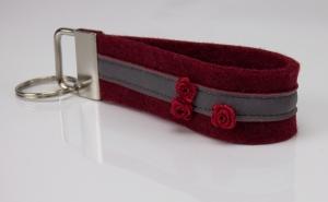 Schlüsselanhänger ♥Rosen♥ roter Filz mit Reflektorband und Satinröschen - Handarbeit kaufen