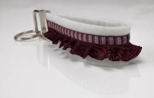Schlüsselanhänger ♥Romi♥ weißer Filz mit Zierbändern in weinrot weiß rosé braun - Handarbeit kaufen