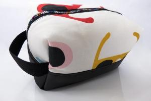 Kulturtasche ♥ Sonnenbrillen ♥ für Sie und Ihn mit schwarzem Kunstleder und Reißverschluss in Regenbogenfarben  - Handarbeit kaufen