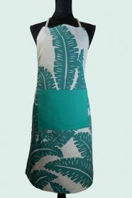 Schürze FLEXI ♡ aus Baumwolle mit großem floralem Muster in weiß und mint und großer Tasche - Handarbeit kaufen