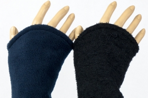 Armstulpen zum Wenden in schwarz und blau aus Strickbouclé und Fleece für Erwachsene ☆ Versand kostenlos innerhalb DE - Handarbeit kaufen