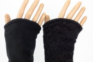 Armstulpen zum Wenden in schwarz aus Strickbouclé und Mikrofleece für Erwachsene ☆ Versand kostenlos innerhalb DE - Handarbeit kaufen