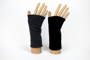 Armstulpen zum Wenden aus schwarzem Nicki  und dunkelgrau-meliertem Jersey für Erwachsene  - Handarbeit kaufen