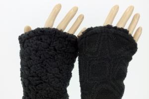 Armstulpen zum Wenden in schwarz ♥ aus Strickbouclé und Teddyplüsch für Erwachsene  - Handarbeit kaufen