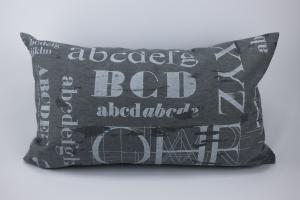 Kissenhülle ♥ ABC ♥ 30 x 50 cm mit Reißverschluss grau-weiß ☆ Kissen mit Buchstaben ohne Inlett - Handarbeit kaufen