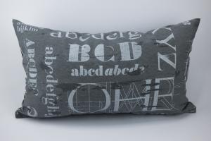 Kissenhülle ♥ ABC ♥ 30 x 50 cm mit Reißverschluss grau-weiß ☆ Kissen mit Buchstaben ohne Inlett