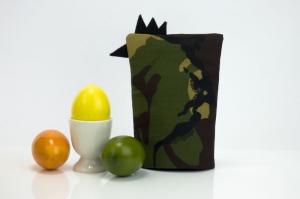 Eierwärmer HAUPTMANN ★ Schwarz ★ Camouflage Flecktarn ♡ auch eine tolle Dekoration ♡ nicht nur für Ostern - Handarbeit kaufen