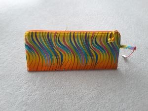 Stiftemäppchen mit buntem Wellenmuster - Handarbeit kaufen