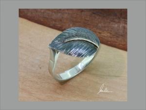 Ring Handarbeit in Silber strukturiert mit goldener Blattnarbe - Handarbeit kaufen