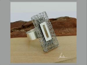 Ring Klöppelschmuck und Spinnweben hergestellt in Silber und Edelstahl in Handarbeit