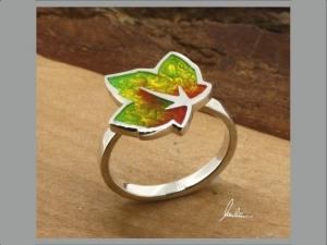Ring kleines buntes Blatt , Herbstblatt, in Handarbeit hergestellt mit strukturiertem Silber ein bunter Blätterwirbel   - Handarbeit kaufen