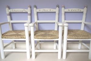 Kinderstuhl / Kinderstühle mit Armlehnen  aus Holz mit Binsengeflecht - auf Wunsch handbemalt