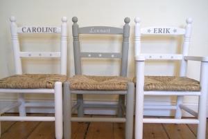Kinderstuhl / Kinderstühle ohne Armlehnen aus Holz mit Binsengeflecht - auf Wunsch handbemalt