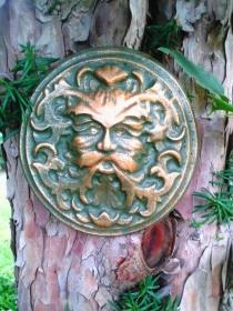 Baumgeist Baumgesicht Gartengeist aus Beton Handbemalt zum Aufhängen und Legen Steingarten - Handarbeit kaufen