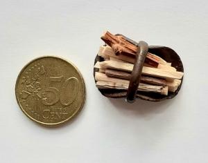 Feuerholz-Korb, Kaminholz für Elfenwelt, Puppenstube Puppenhaus Fairy Garden Miniaturwelten