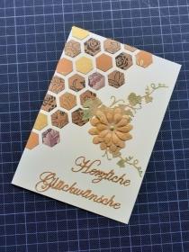 Handgearbeitete elegante Glückwunschkarte, vorwiegend in Brauntönen gearbeitet