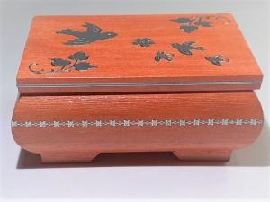 Kleines Schatzkästchen, handbemalte und verzierte Holzschachtel, orange und silber