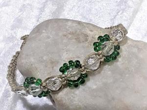 Handgefertigtes  Makramee-Armband aus feinem naturfarbenen Garn mit Perlen - Handarbeit kaufen