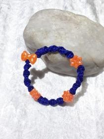 Handgefertigtes  Makramee-Armband für Kinder in dunkelblau mit Orange
