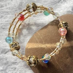 Perlen-Armreifen in Goldtönen mit Glasperlen, handgearbeitet - Handarbeit kaufen