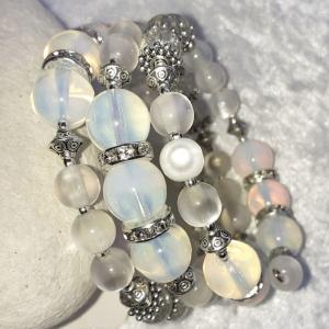 Perlen-Armreifen, diverse Glasperlen in weiß und Kristall, handgearbeitet - Handarbeit kaufen