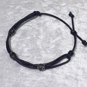 Handgefertigtes Leder-Armband, schwarz mit 3 Perlen