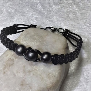 Handgefertigtes Lederarmband, geknüpft mit Perlen  - Handarbeit kaufen