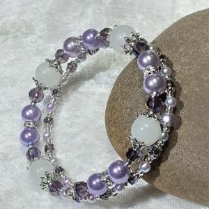 Armreifen, Perlenmix in violett und silberfarben, handgearbeitet * - Handarbeit kaufen