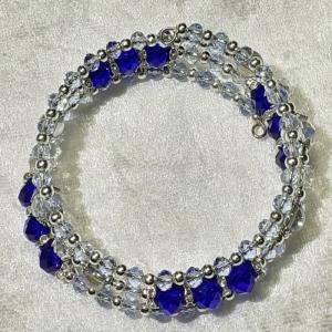 Armreifen, funkelnde Perlenkombination mit wahnsinnsblau und silber, handgearbeitet  - Handarbeit kaufen