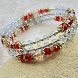 Armreifen, funkelnde Perlenkombination in rot und blau, handgearbeitet * - Handarbeit kaufen