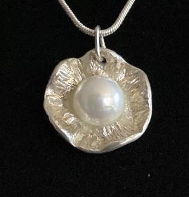 Silberanhänger handgefertigt - große Blume mit Perle - Unikat - Handarbeit kaufen