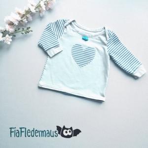 Selbstgenähtes Set Babyshirt mit Herzapplikation und Pumphose in Größe 56 kaufen
