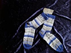Handgestrickte Damensocken in blau/grau gestreift