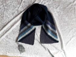 Handgestrickte Schal