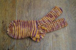 Schicke Kindersocken aus 6-fach Sockenwolle in Größe 28, besonders warm